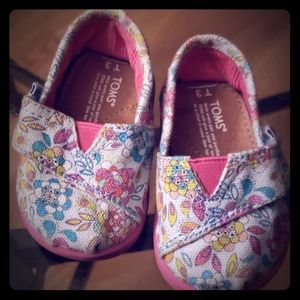 Babygirl pink and floral TOMS